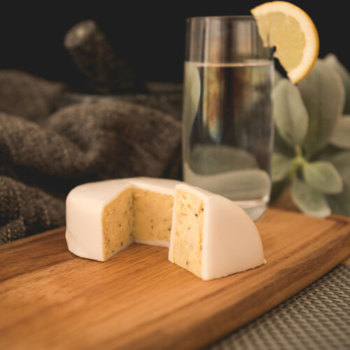 Botanist Gin and Tonic Cheddar Truckle (190g)