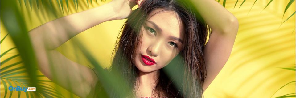 beautiful women red lipstick