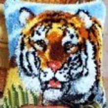 """Latch Hook Complete Cushion Cover Kit""""Tiger""""43x43cm"""