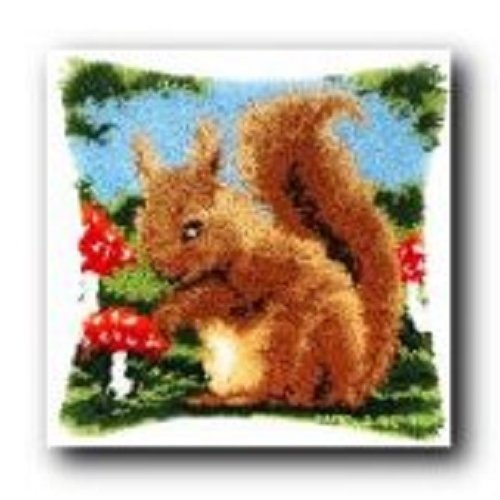 """Latch Hook Complete Cushion Cover Kit""""Squirel""""43x43cm"""