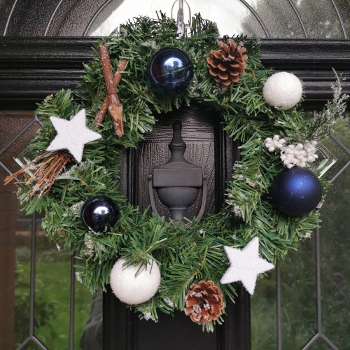 30cm Christmas Wreath With White Blue And Snow Baubles And Stars