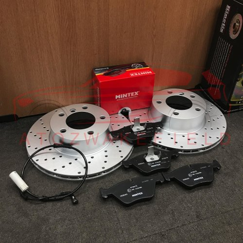 FOR BMW 125i E82 E88 FRONT KINETIX 300mm DRILLED BRAKE DISCS MINTEX PADS SENSOR