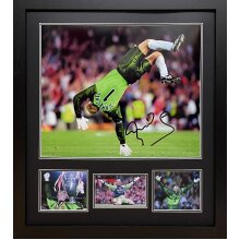 """Framed Peter Schmeichel signed 16x20"""" photograph with COA & proof"""