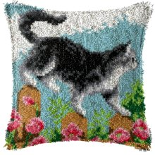 """Latch Hook Complete Cushion Cover Kit""""Cat on Fence""""43x43cm"""