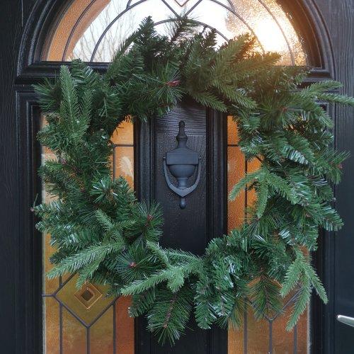 50CM Festive Green Norfolk Pine Christmas Wreath PE/PVC Tips