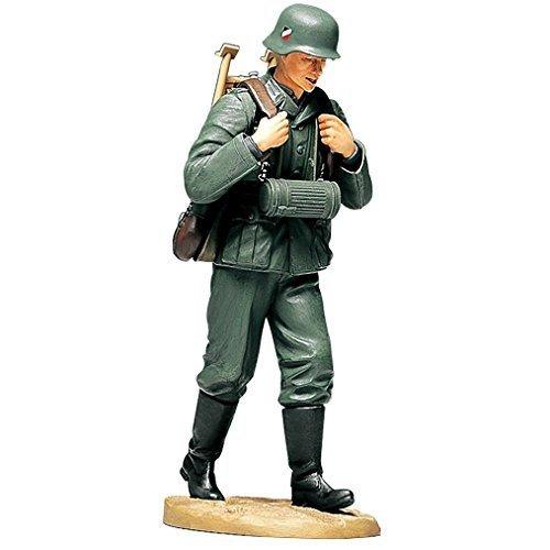 Tamiya 36311 Model German Soldier with Machine Gun