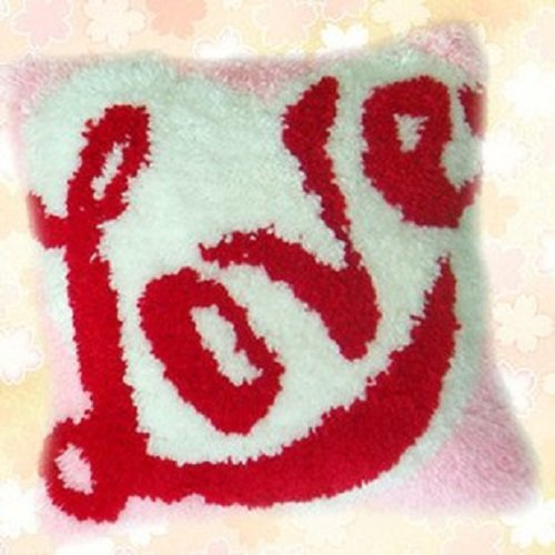 """Latch Hook Complete Cushion Cover Kit""""LOVE""""43x43cm"""