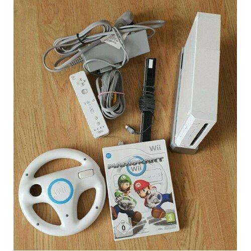Nintendo Wii Console (White) with Mario Kart