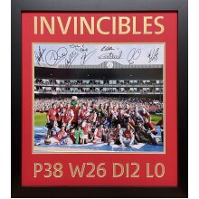 """Framed Arsenal """"Invincibles"""" 16x20""""photo signed x 9  with COA & proof"""